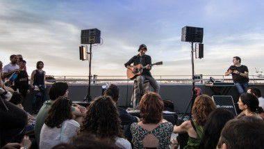 Azoteas, terrazas y mucha música: 5 veladas al aire libre este verano