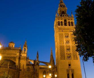 Descubre secretos con la ruta Sevilla Embrujada