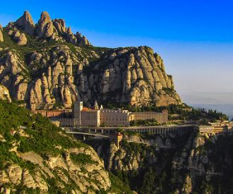 Montserrat y Museo desde Barcelona